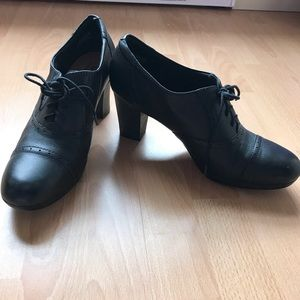 Oxford heeled shoe size 12